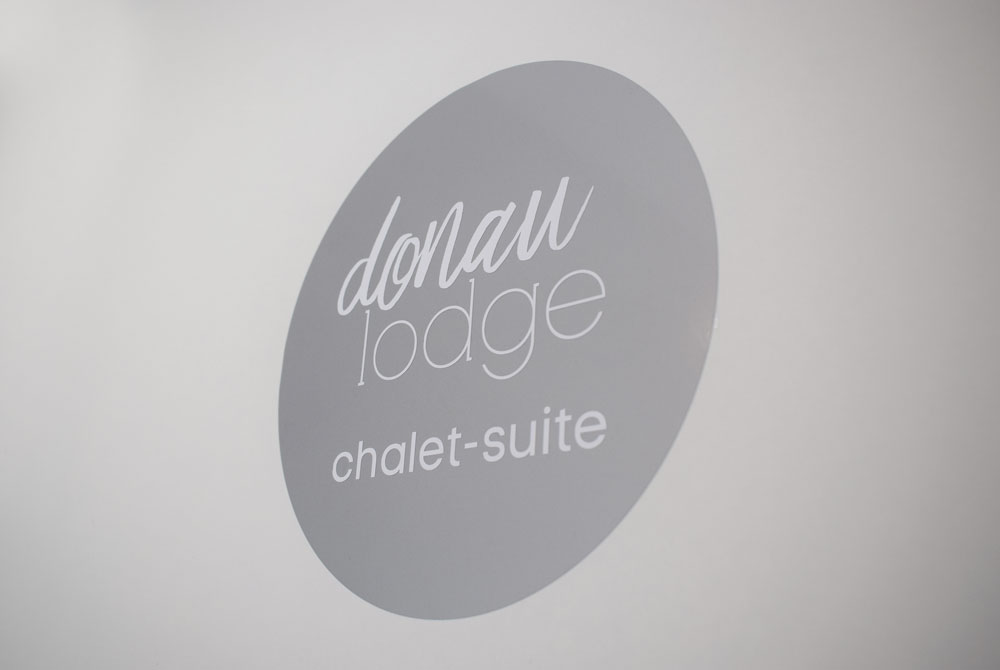 donau_lodge_suite_6_logo_WEB.jpg